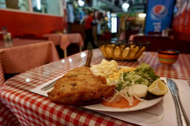 Pescado Frito de merluza con Ensalada