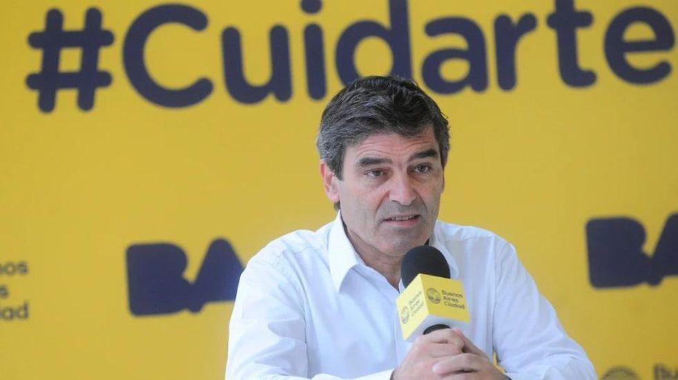 """Fernán Quirós avisó que habrá """"tres o cuatro semanas"""" críticas por la segunda ola"""