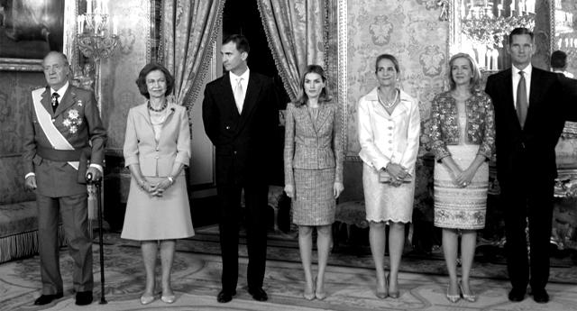 Una monarquía bajo sospecha