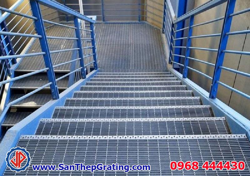 Bậc cầu thang grating, tấm sàn grating chất lượng cao, sàn thao tác mạ kẽm hiệu quả cho công trình