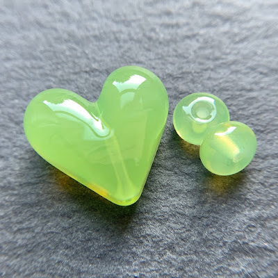 Handmade lampwork glass heart bead by Laura Sparling made with CiM Witches' Brew