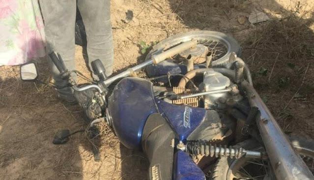 Acidente de moto mata um e deixa outro gravemente ferido, na divisa do Ceará com a PB