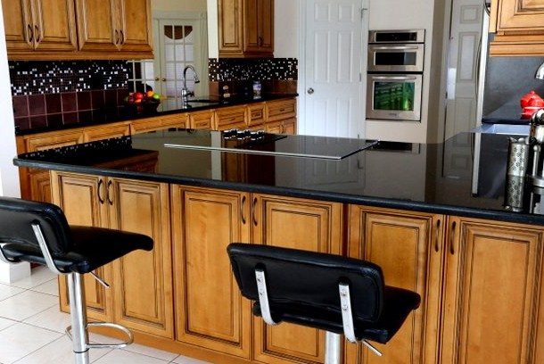 black-kitchen-cabinets-with-white-marble-countertops