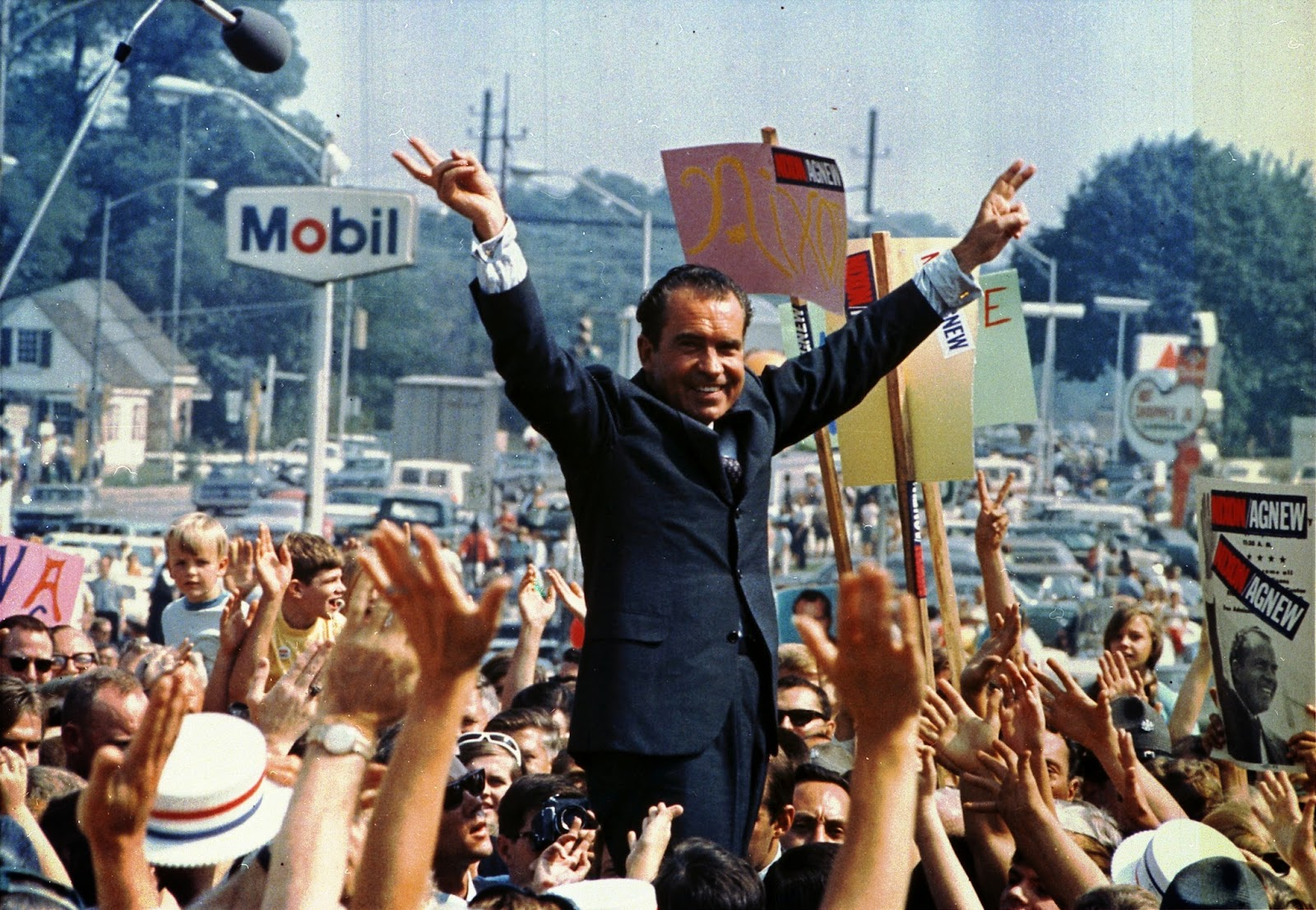 na confidential hunter s thompson eulogizes richard m nixon hunter s thompson eulogizes richard m nixon he was a crook