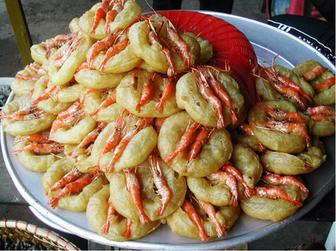 Tasting Shrimp Cake of West Lake in Hanoi
