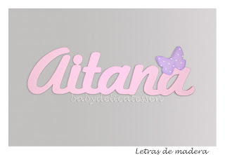 letras de madera infantiles para pared Aitana con silueta de mariposa babydelicatessen