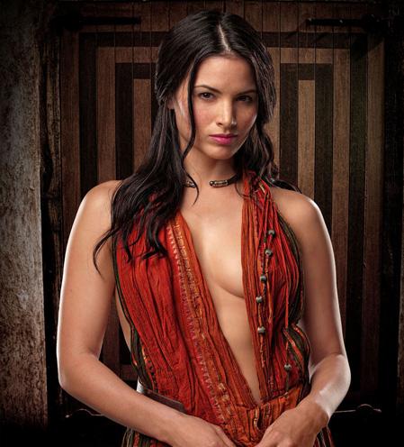 Katrina Law como Mira
