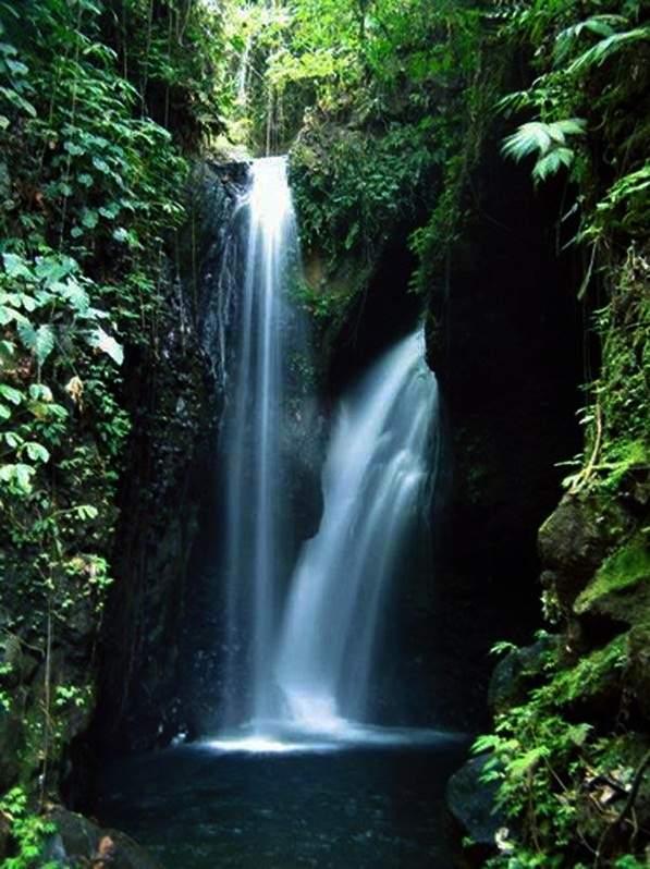 Tempat wsiata Air terjun Campuhan Bali