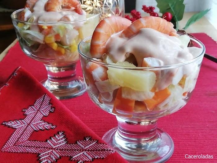 Cóctel de marisco fácil, con piña y salsa rosa
