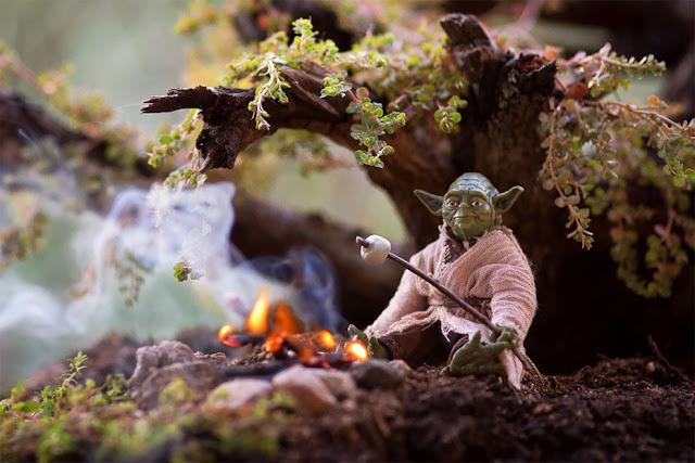 Что делают папы с игрушками их детей: Йода отдыхает