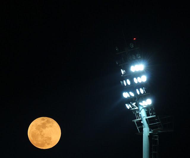 vvvTrue source of the moon's light?
