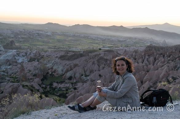 Kapadokya Kızıl Vadide güneşi batırırken