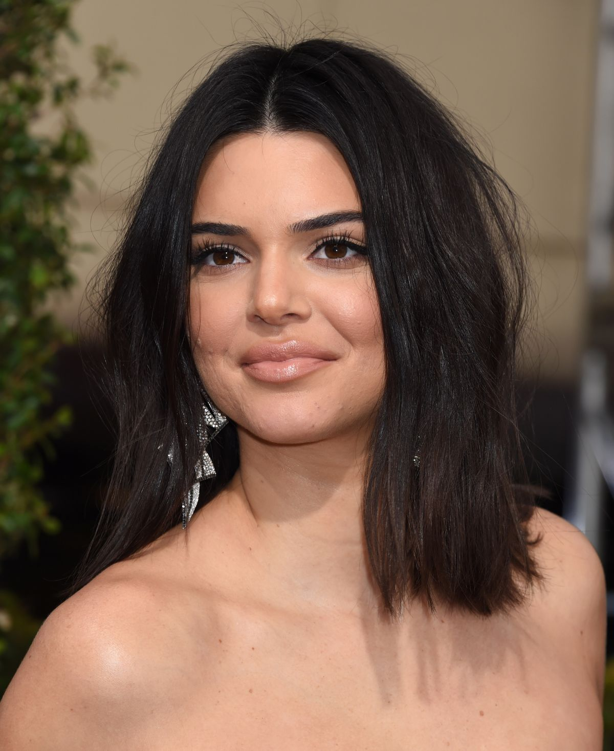 Kendall Jenner Responds at 75th Golden Globes 2018