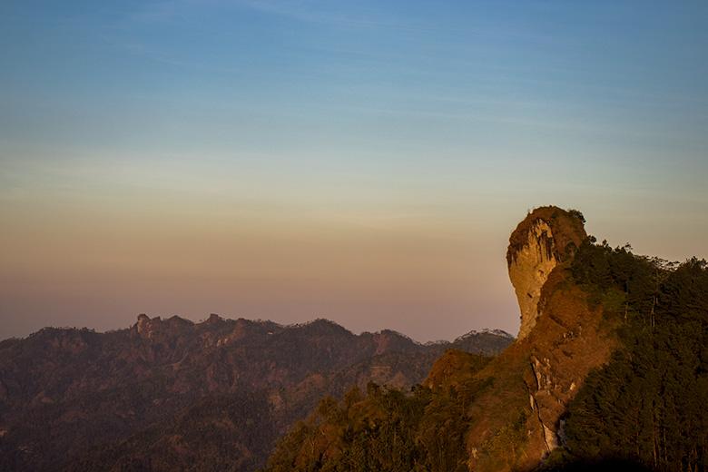 Pegunungan Menoreh yang Memanjang Dilihat dari Gunung Kunir Purworejo