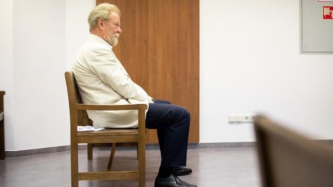 Nevetséges: csak becsületsértés miatt ítélték el a csöcsörészős Donáth Lászlót