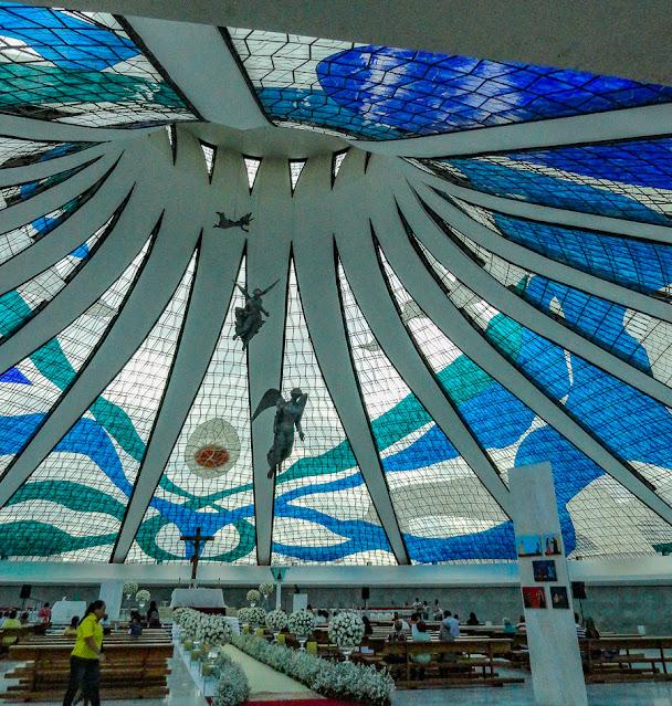 Vitrais e anjos da Catedral de Brasília