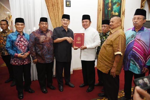 Herman Deru Dapat Mandat Jadi Presiden Dunia Melayu Dunia Islam di Indonesia