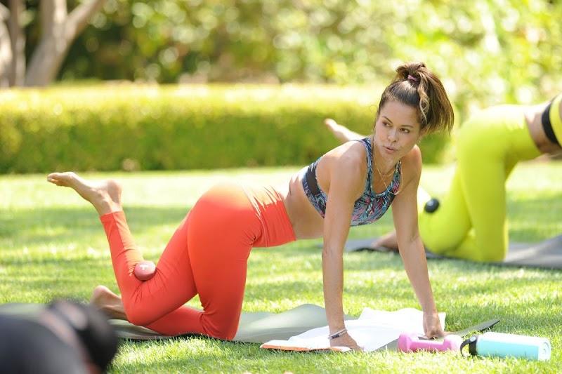 Brooke Burke Clicks at Her Bi-weekly Booty Burn Class in Her Backyard 28 Aug -2020