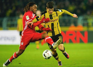 Christian Pulisic playing football for his national team
