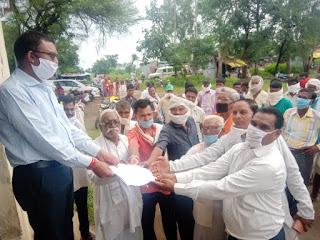 Tribal Family Submitted Memorandum Regarding Various Problems News Vision Hindi Samachar