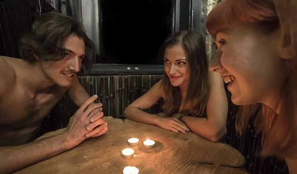 restorante nudo dhe klientë lakuriq