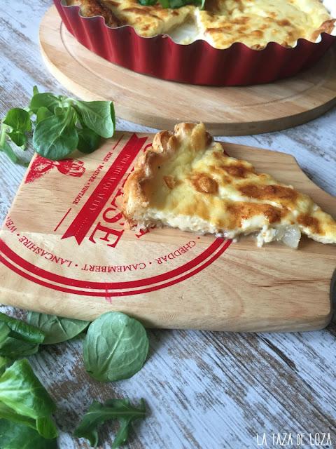 Porción-de-quiche-de-peras-con-queso-y-pimienta