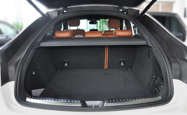 Cốp sau Mercedes AMG GLE 43 4MATIC Coupe 2017 thiết kế rộng rãi, thoải mái