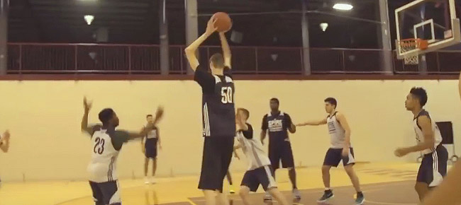 7-foot-7 16-YEAR-OLD High School Basketball Player Robert Bobroczky Makes His U.S. Debut (VIDEO)