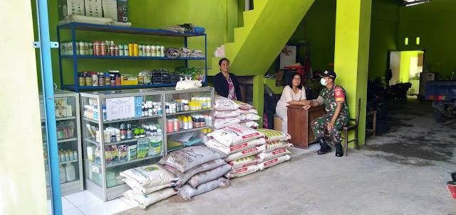 Kodim Sragen - Cegah Penyelewengan Pupuk Bersubsidi Babinsa Kelurahan Gemolong Pantau Kios Pupuk