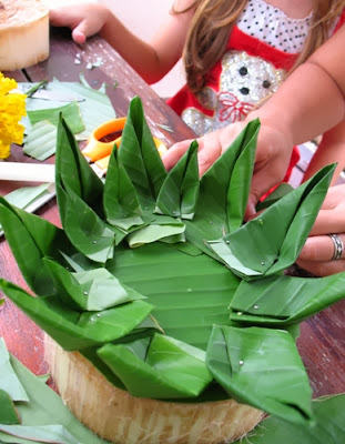 Making our krathong
