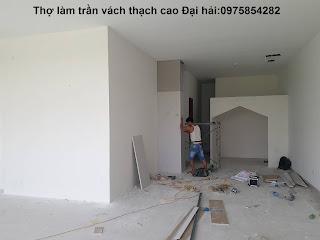 tho-lam-vach-tuong-thach-cao-cho-van-phong