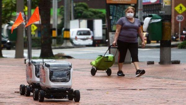 Robots realizan entregas a domicilios en Medellín ante Covid-19