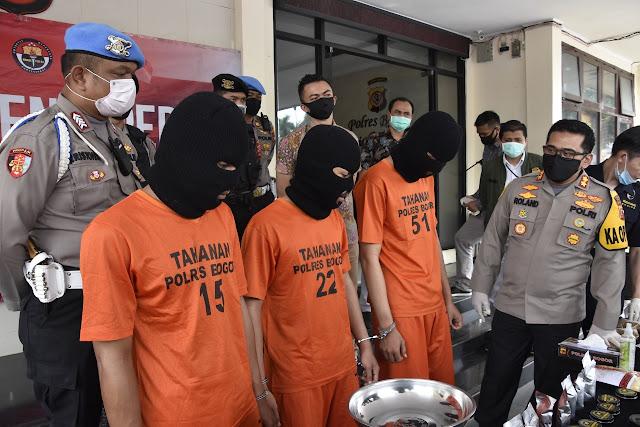 Polisi Berhasil Bongkar Home Industry Tembakau Sintetis Di Bogor