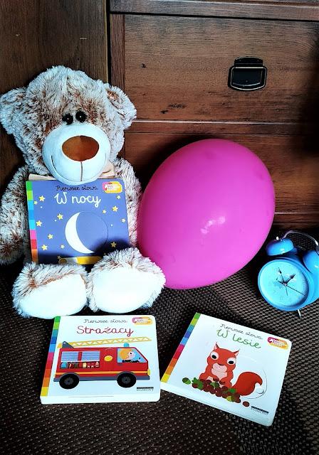 pierwsze słowa, Akademia Mądrego Dziecka,rozwój motoryki małej, książki z ruchomymi elementami, ksiązki z okienkami, w lesie, w nocy, strażacy