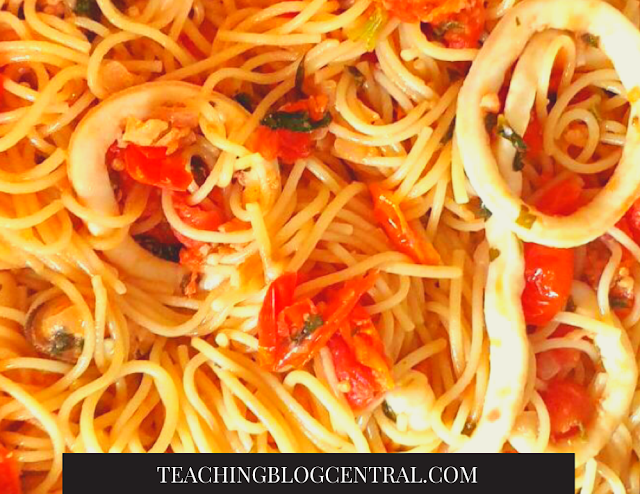 Looking for an easy weeknight meal to feed a family? I love ordering Seafood Spaghetti Marinara One Pan out at restaurants but I never know how they can pull off all these ingredients in a short time. I know they have a system.