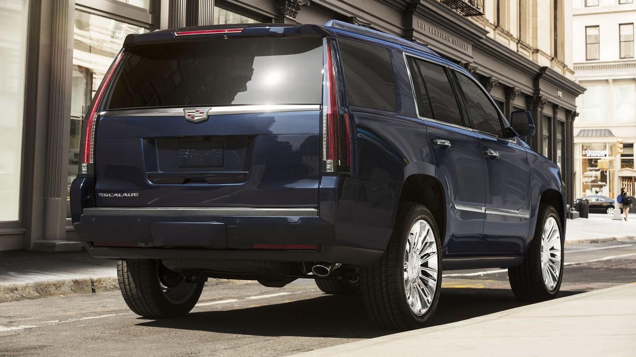 Which is Better? Lincoln Navigator Vs Cadillac Escalade Compare