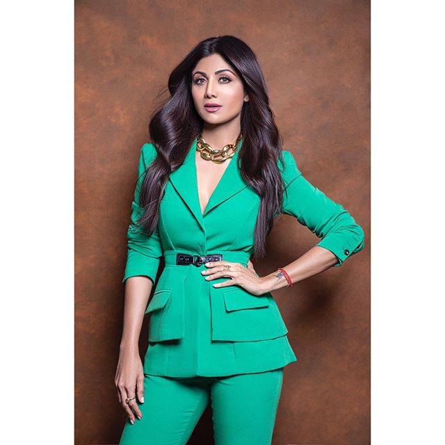 Shilpa Shetty shivering from the cold while shooting, openly abused the director, watch the video here 2