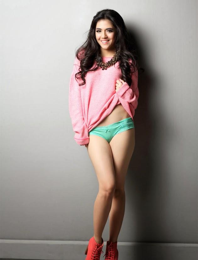 Koleksi Foto Lingerie Seksi Putri Una Model Cantik Yang Juga Disapa DJ-Una
