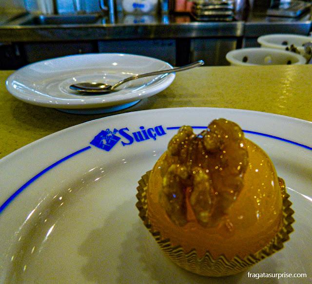 Doce de gemas com nozes da tradicional pastelaria Suíça, no Rossio, Lisboa