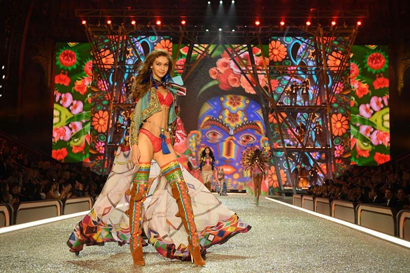 Gigi Hadid - Victoria's Secret Fashion Show 2016, à Paris