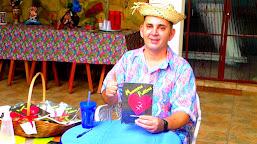 Professor de matemática do interior do Acre lança livro de poesias na capital