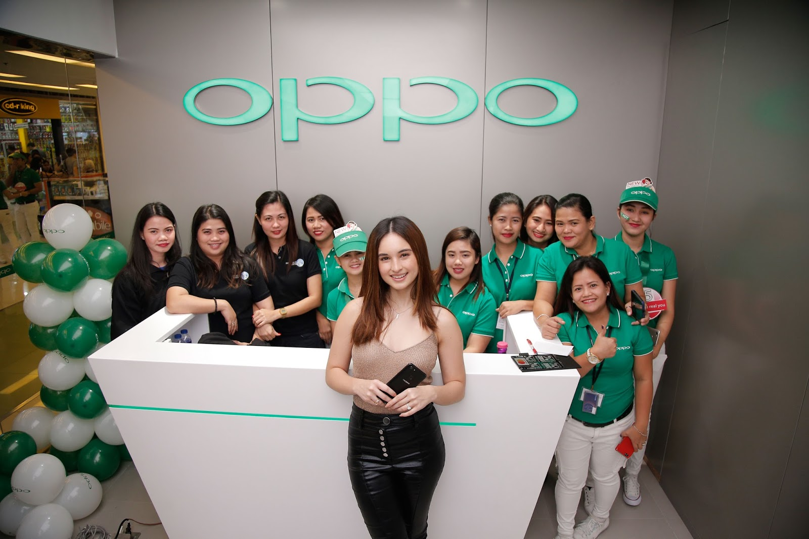 Oppo F5 Conquers The Weekends With Simultaneous Roadshows