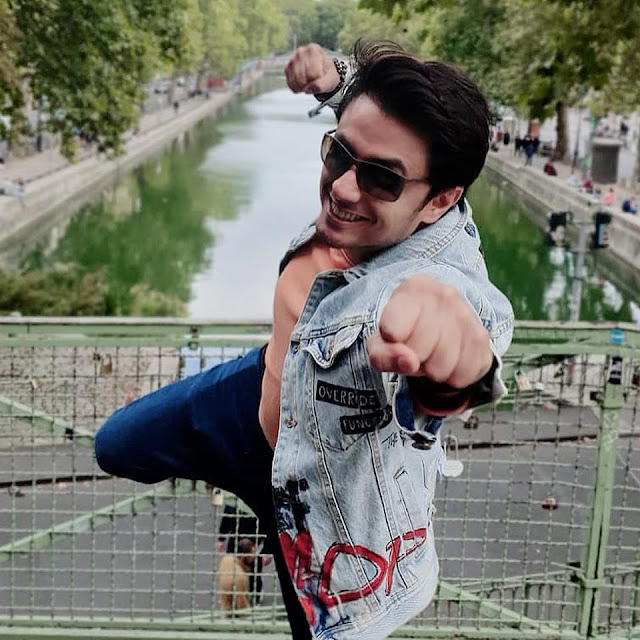 Ali Zafar is a Pakistani singer-songwriter, model, and painter. Read Ali Zafar's complete biography on Musicians of Pakistan.