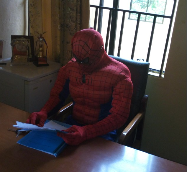 ASUU Strike! Lecturer Turns Spiderman To Attend To Students