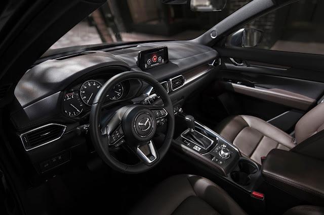 Interior view of 2019 Mazda CX-5 Signature AWD