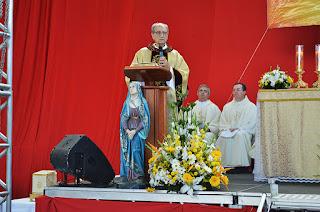 Monsenhor Paulo Daher fala aos fiéis sobre a celebração de Corpus Christi