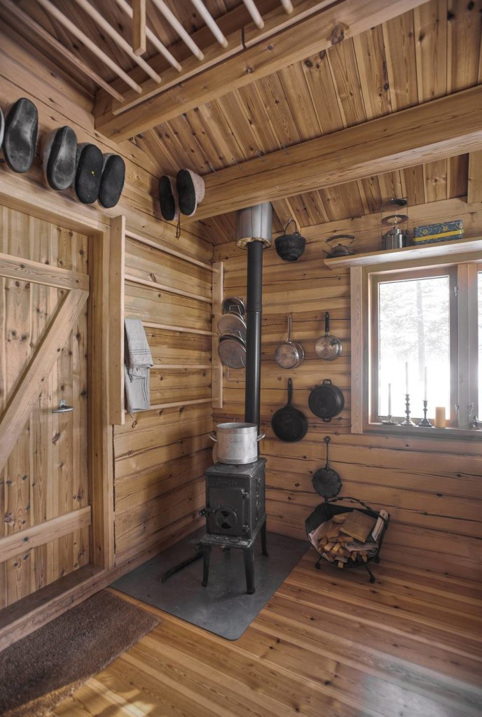TINY HOUSE TOWN Norwegian Ski Cabin 118 Sq Ft