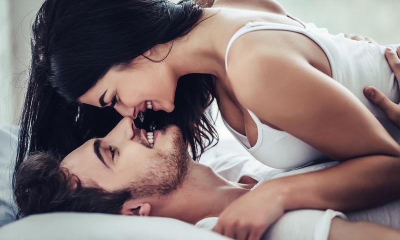 Η γυναίκα έχει σεξ με τον μαύρο