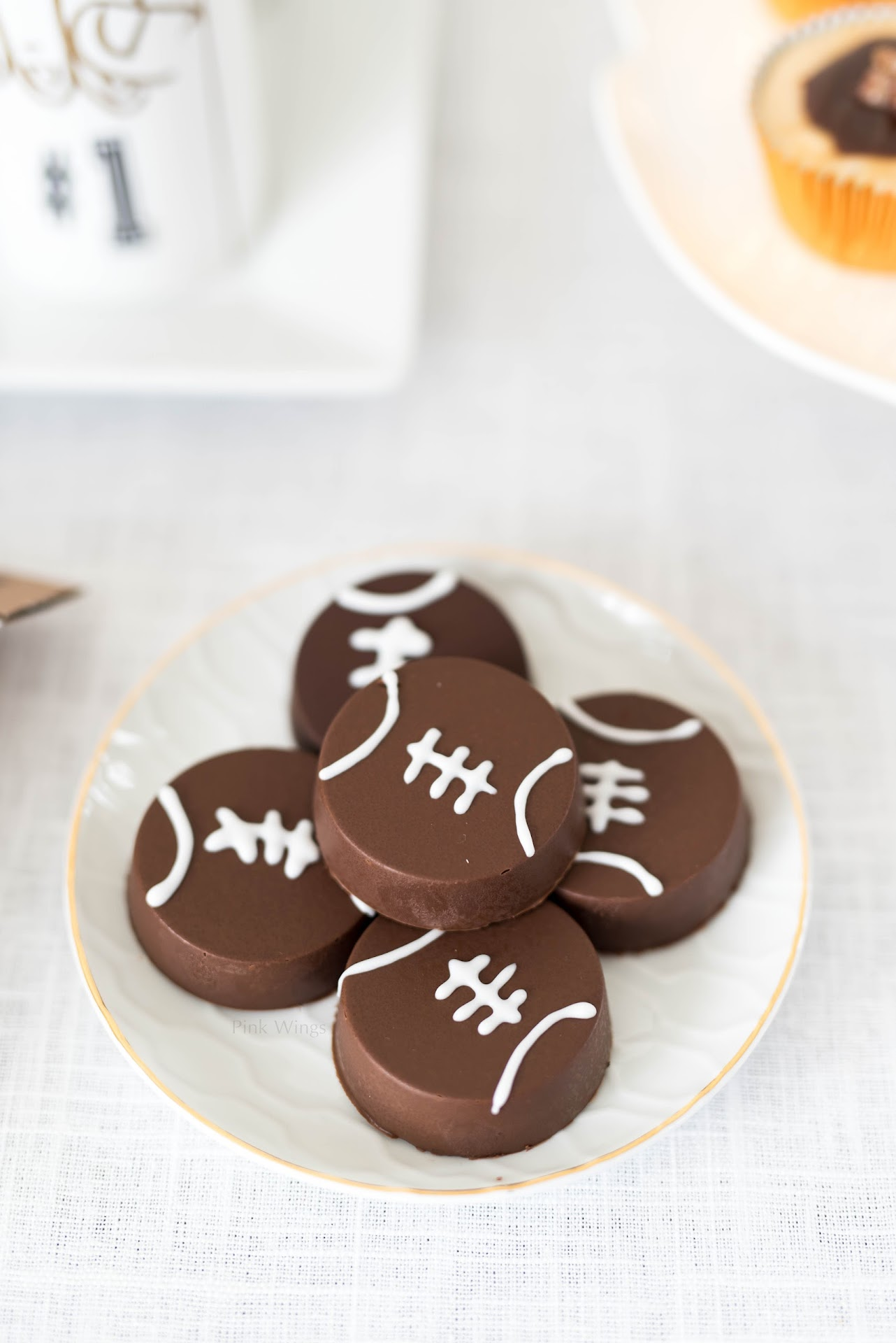 football snacks, football party food ideas, kid treats, chocolate covered oreos, football cookies, mint chocolate, tailgating, birthday party, sports party
