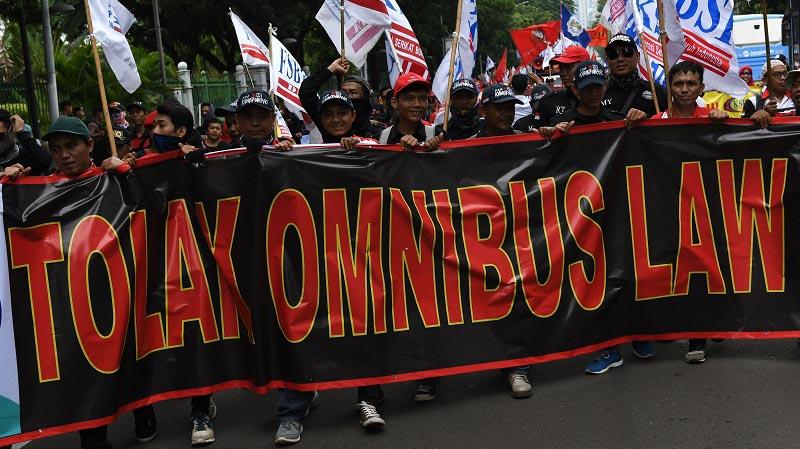 Buruh Longmarch ke Istana Esok Demo Omnibus Law